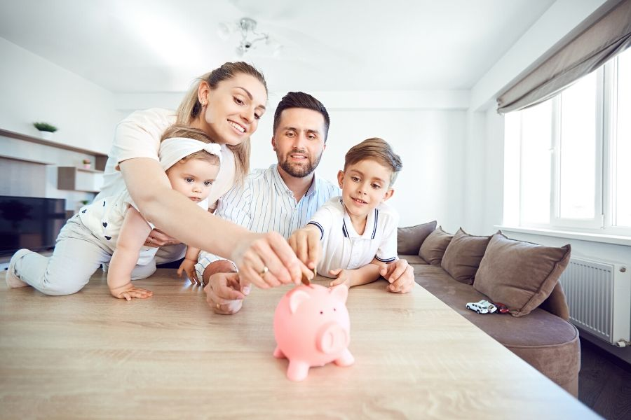 8 Money Tips for Families Living On One Income